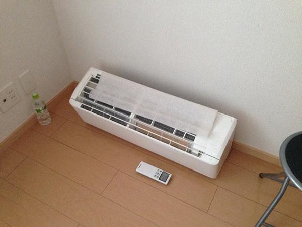 床に置いたエアコン