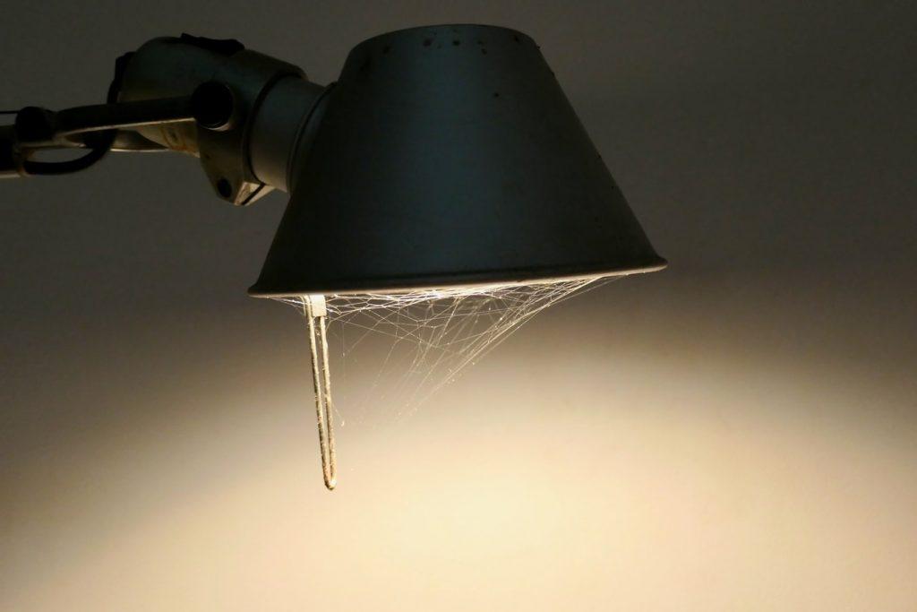 蛍光灯を交換してもつかない原因と対処法