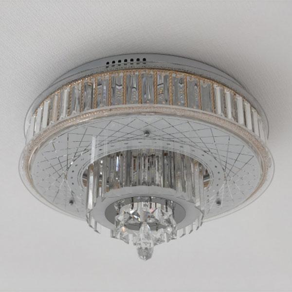 天井に取り付けられたシャンデリア