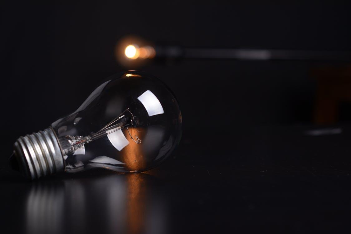 電球が点滅するのは寿命が近いから