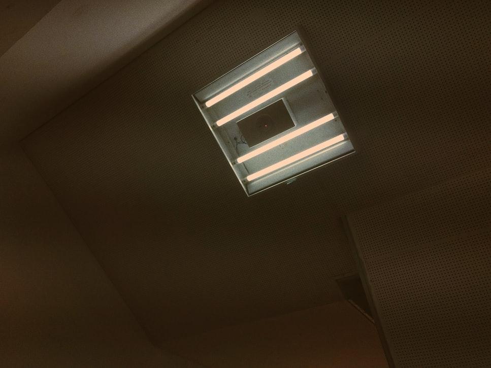 蛍光灯から異音がする原因