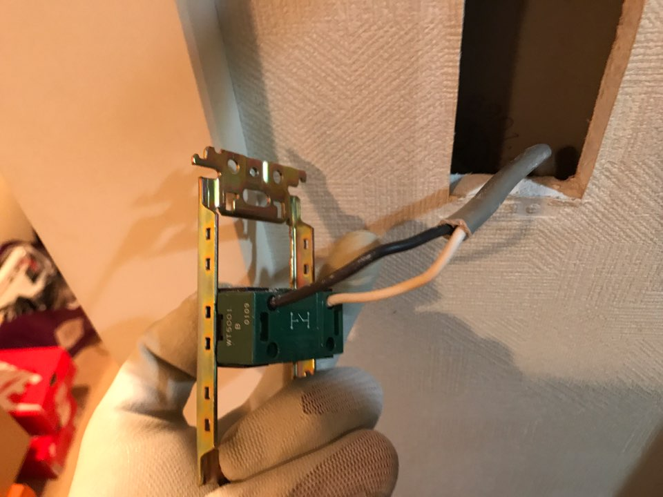 スイッチ内部の電気配線