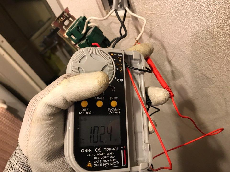 スイッチの電気配線調査作業